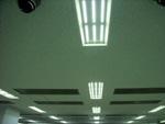 データセンタの天井照明として埋込型器具を採用