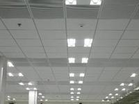 データセンタの天井照明として600ミリグリッドシステム天井器具を採用