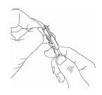 レバー部を握った状態で心線をまっすぐに引き、被覆部を剥ぎ取る。